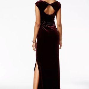 NWT Vince Camuto Maroon Velvet Cap Sleeve Gown